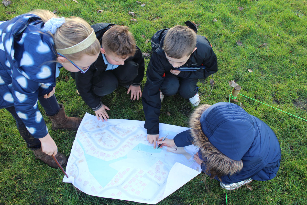 Pupils from Craigbank Primary School, Larkhall, explore the new Make Your Way - Larkhall maps created through the project