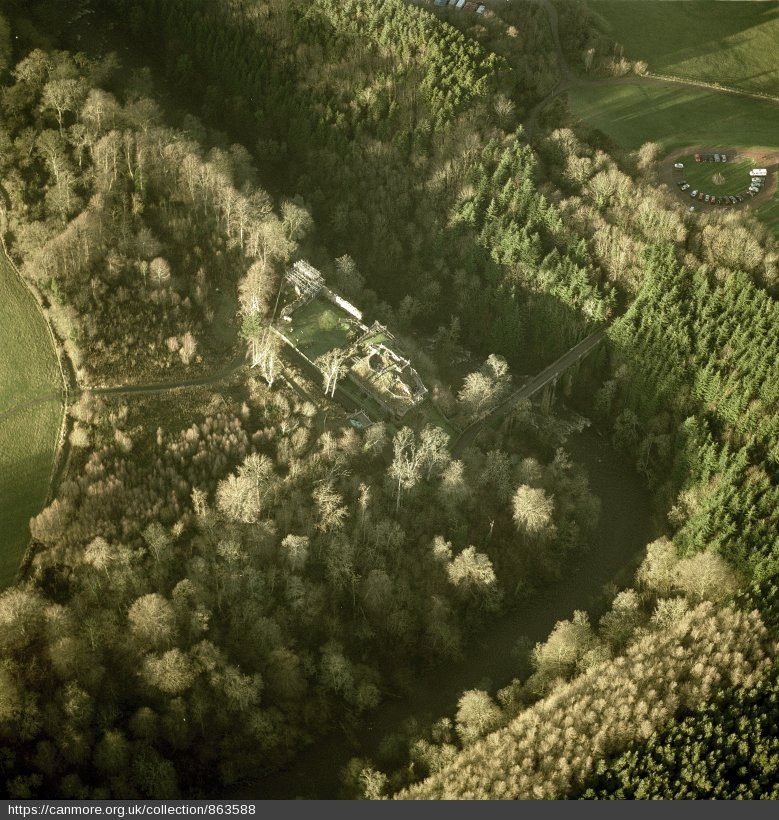 Oblique aerial view centred on the remains of Cadzow Castle with the bridge adjacent, taken from the SE, Crown Copyright: Historic Environment Scotland, https://canmore.org.uk/file/image/863588